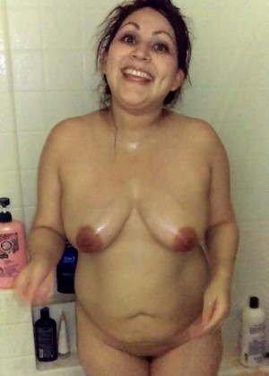 Mature woman from Portugal takes a shower
