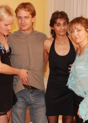 Group sex of different age swingers