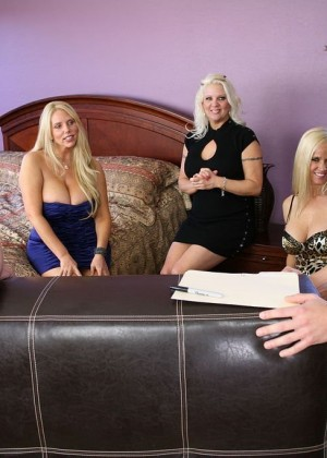 Veronica Vaughn, Totally Tabitha, Karen Fisher - Doggystyle porn gallery № 3413356