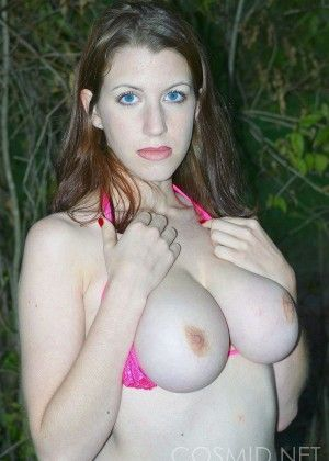 Jesse likes to show her beautiful breasts