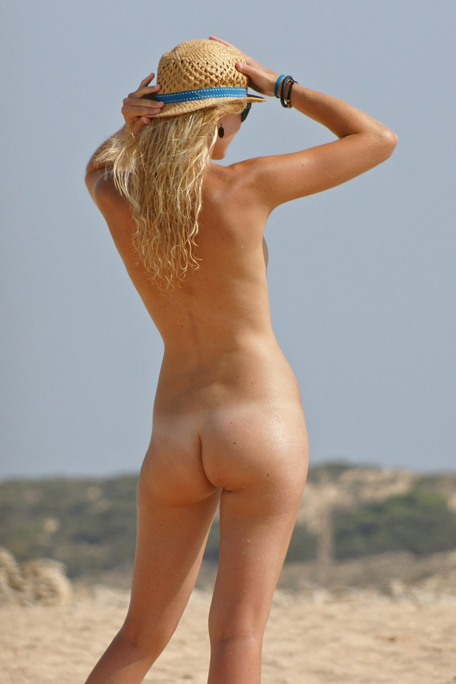 Naked Spanish blonde with flat chest on the beach » 100% ...