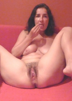 Mature French woman Karin pushes hairy cunt