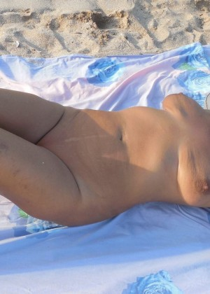 Fucking a mature Romanian woman after bathing on the beach