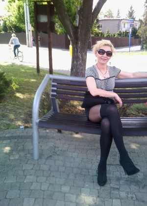 Mature Polish Monika loves wearing pantyhose