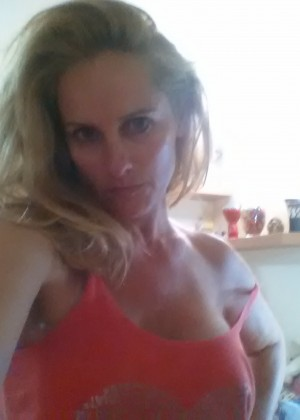 Sexy Hungarian milf pose at home nude