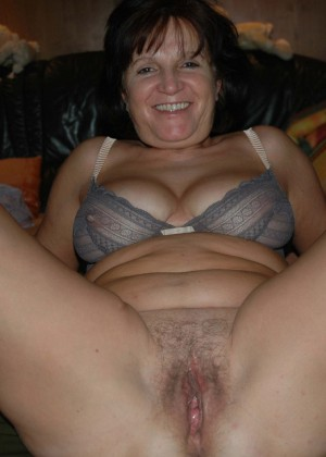 Mature austrian pushes her legs