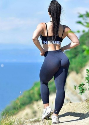 Beautiful ass of the Slovenian fit chick