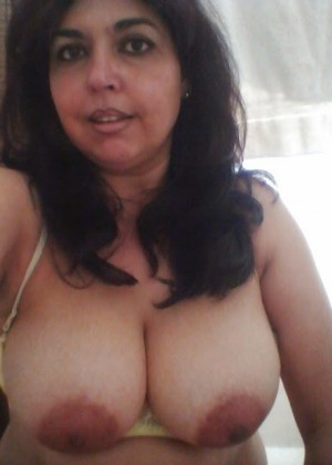 A sweet Mexican woman bare her breasts and took a cock in her mouth