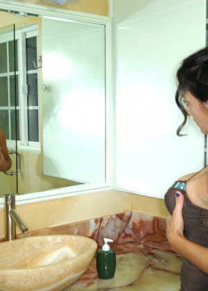 Iranian porn star Persia Monir masturbates in the shower