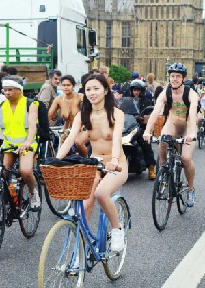 The naked girl from Taiwan rides a bicycle
