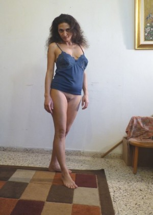 Mature Jewish amateur erotic photo shoot