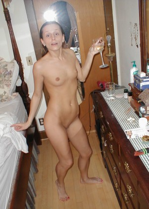 Julia from Florida posing naked