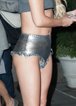 Lady Gaga in short shorts without panties