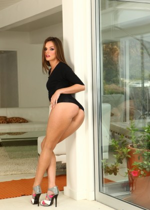 Sex in the hallway with long-legged Tori Black