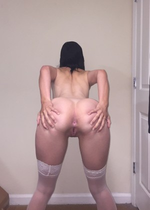 Teen girlfriend really wants and shows a sweet ass