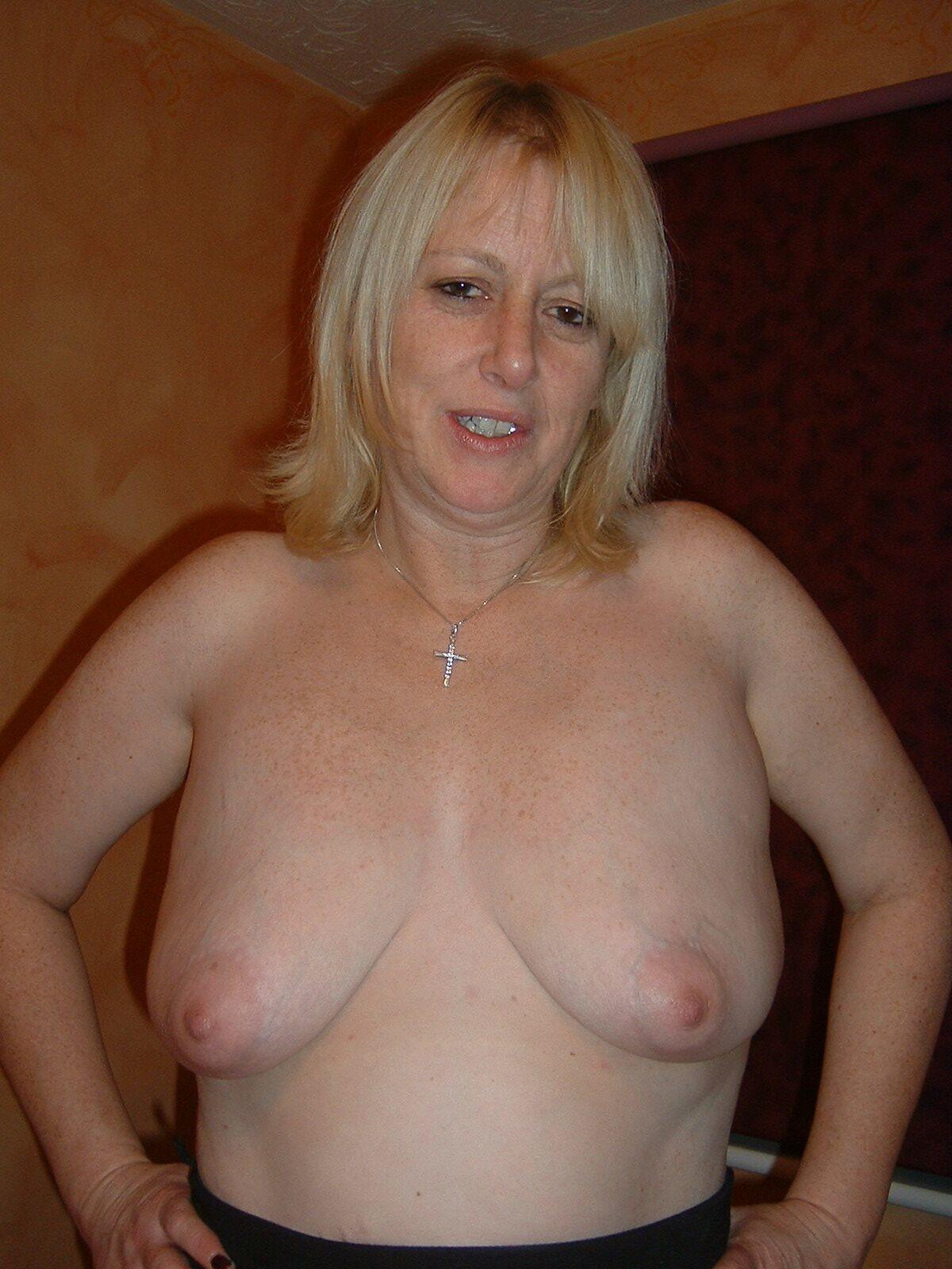 mature susie porn pics